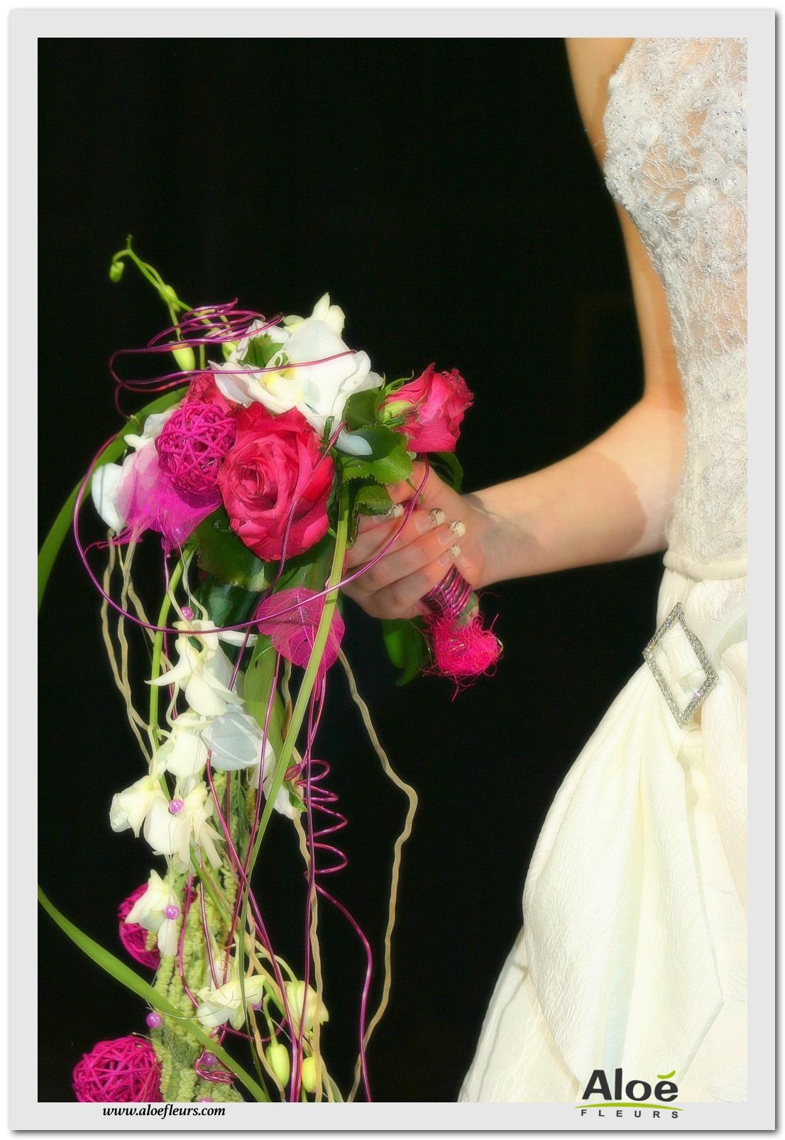2- Bouquet mariée contemporain cascade métal blanc et fuchsia orhidée et rose