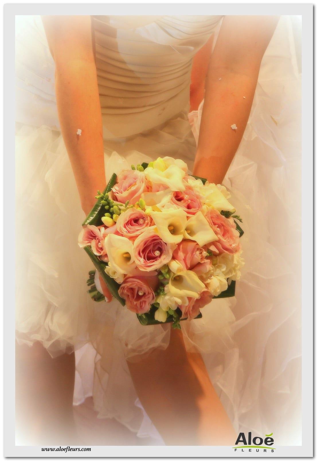bouquets de mari e rond en images page 2 aloe fleurs. Black Bedroom Furniture Sets. Home Design Ideas