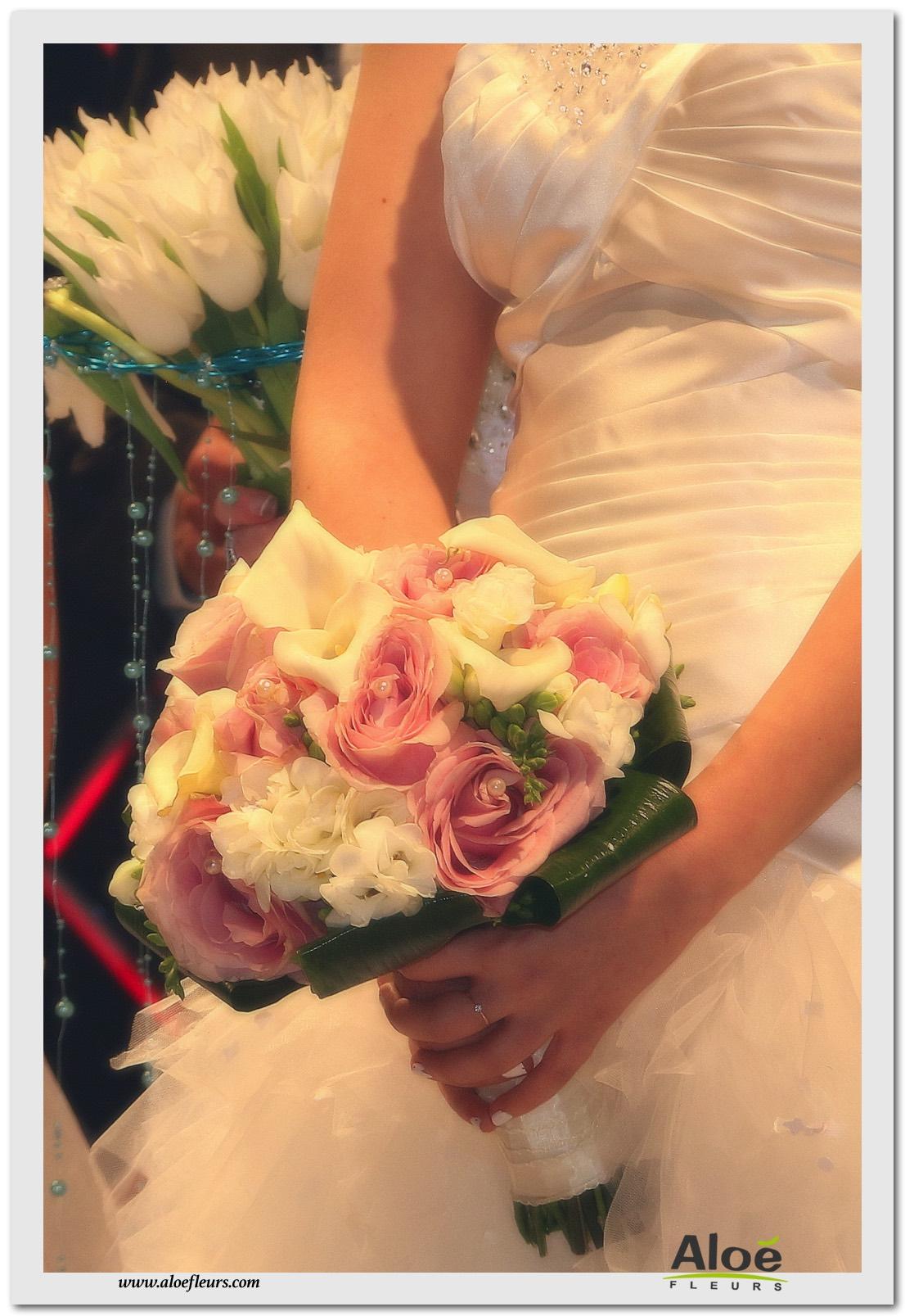 5- Bouquet mariée rond roses rose arum blanc fresia