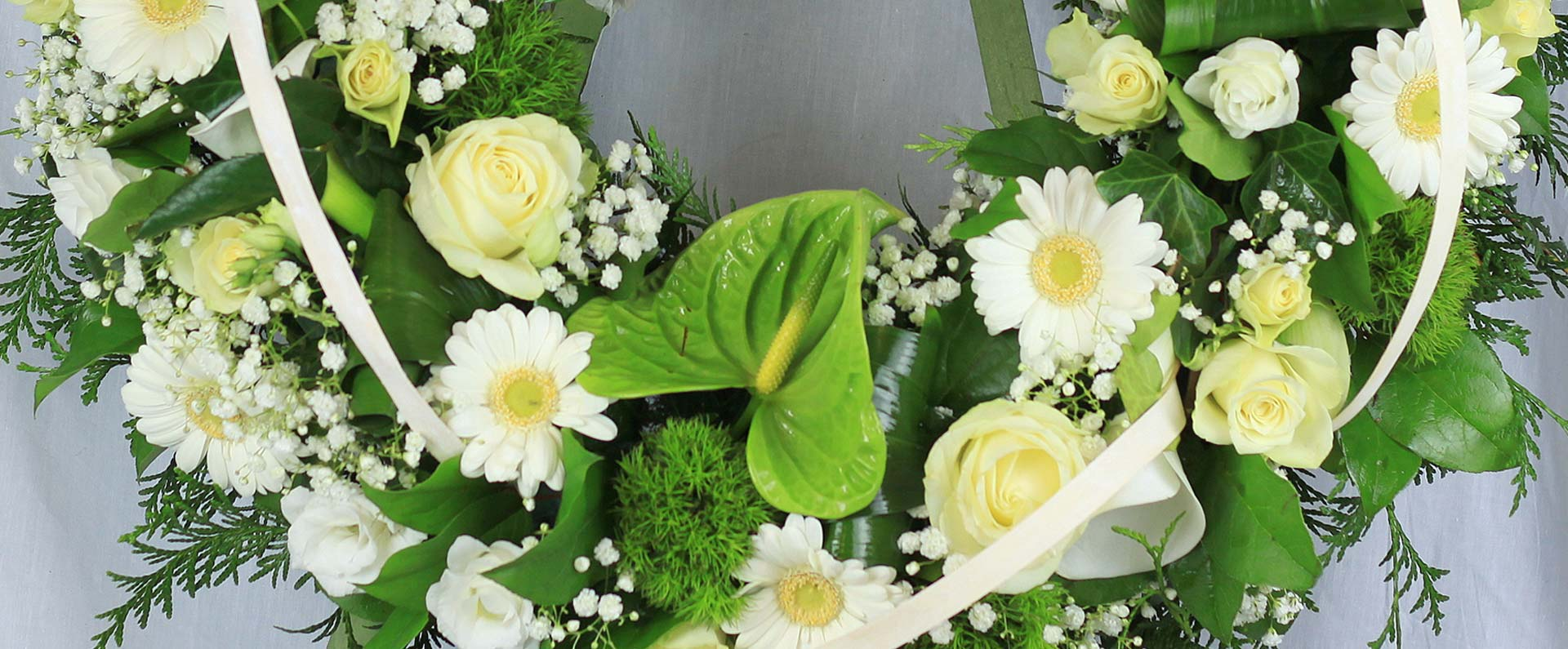 décoration-florale-deuil-couronne-aloé-fleurs-forbach